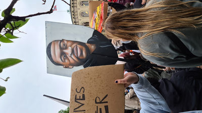 Rasisten foto even torgan